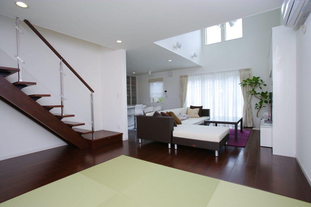 「LDKに吹抜がある白が基調の落ち着いたデザインの家」施工実例を公開しました。