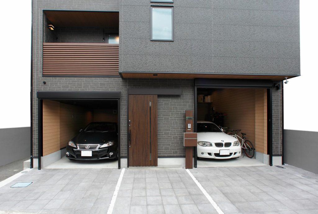 高さの違う2つのガレージ。片側は後々リフトをいれることできるよう天井も高くしております