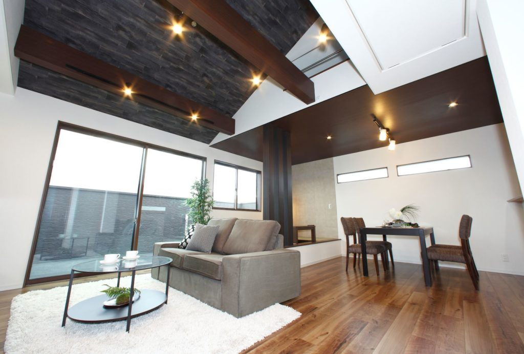 「白×ダークブラウンの洗練された雰囲気に仕上げた家」施工実例を公開しました。