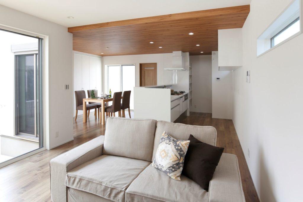 「ナチュラルテイストの明るいキッチンダイニングのある家」施工実例を公開しました。
