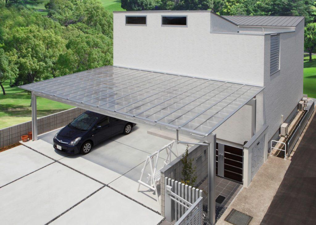 車が2台駐車できる大きいカーポートを設置