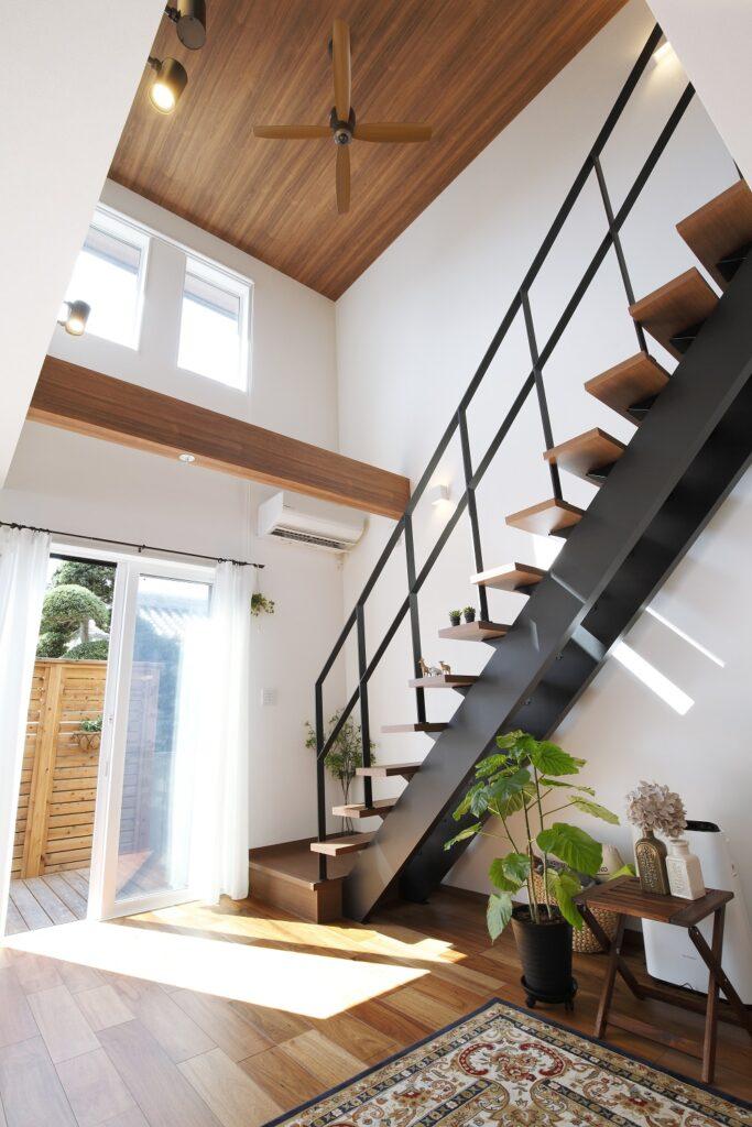 「木×アイアンのリビング階段が印象的な高気密高断熱の家」施工実例を公開しました。